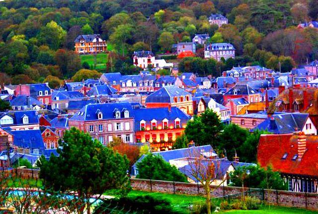 Довиль Нормандия Франция фото,Города Франции, известные на весь мир