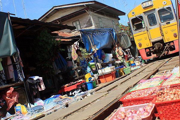 базар, железнодорожный, поезда, Маеклонге, самый, подобное, туристов, прямо, другие, нибудь, посетить, действительно, предложить, путях, Samut, курсируют, товары, посмотреть