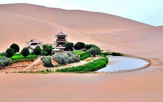 Оазис в пустыне Гоби