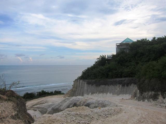 отеля, очень, после, шлагбаумом, также, обнаружил, наверное, Место, Местные, особо, пляже, заблудился, жители, зданий, какой, нескольких, здесь, лестницу