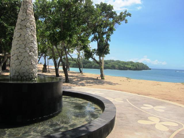 удар о воду,сила воды,нуса дуа пляжи,выталкивающая сила воды,пляж нуса дуа бали,видео сила воды