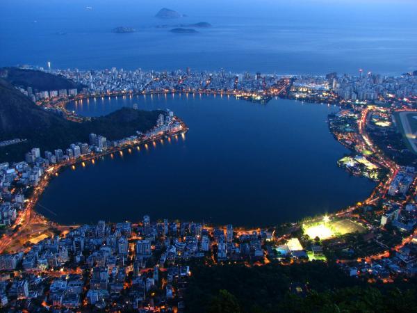 Рио-де-Жанейро, Статуя, Христа, океаном, бухты, года, большой, Гора, Корковадо, Залив, города, Бухта, пляжи, Атлантическим, ночью, Жанейро, между, Сахарная