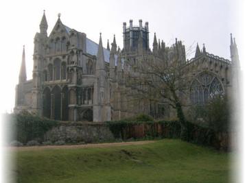 храмы Англии, готический собор, посмотреть Кембридж, тюльпаны Англии