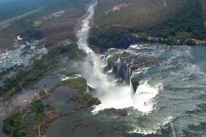 Водопад, Игуасу, воды, самый, Дьявола, реки, водопада, большой, реке, километров, превращается, уступает, Бразилии, Река, несколько, Парана, поскольку, достигает