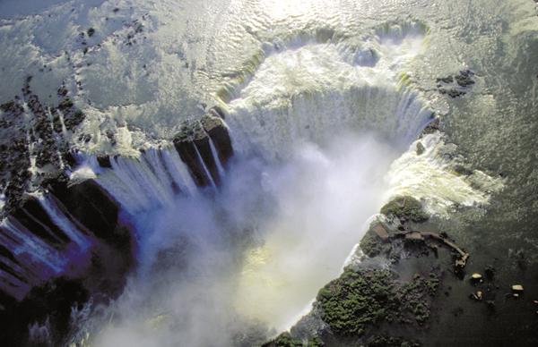 Водопад Игуасу, Глотка Дьявола, природные чудеса